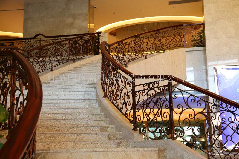 不同设计的酒店楼梯扶手,有不同质感